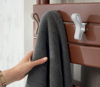 Patères papillon sur sèche-serviettes  - accessoire de personnalisation